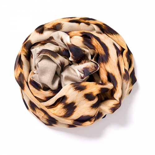Light natural Pashmina <p>with digital printed silk chiffon (leopard) attached on one side of the scarf<br /></p>