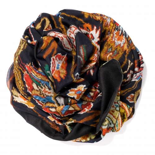 Black Pashmina  <p>with digital printed silk chiffon (old carpet) attached on one side of the scarf, size: 1x2m<br /></p>