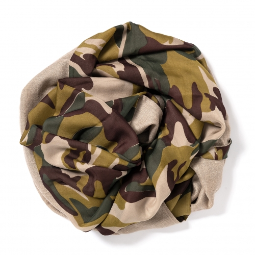Dark natural Pashmina  <p>with printed silk chiffon (camouflage) attached on one side of the scarf, size: 1x2m<br /></p>